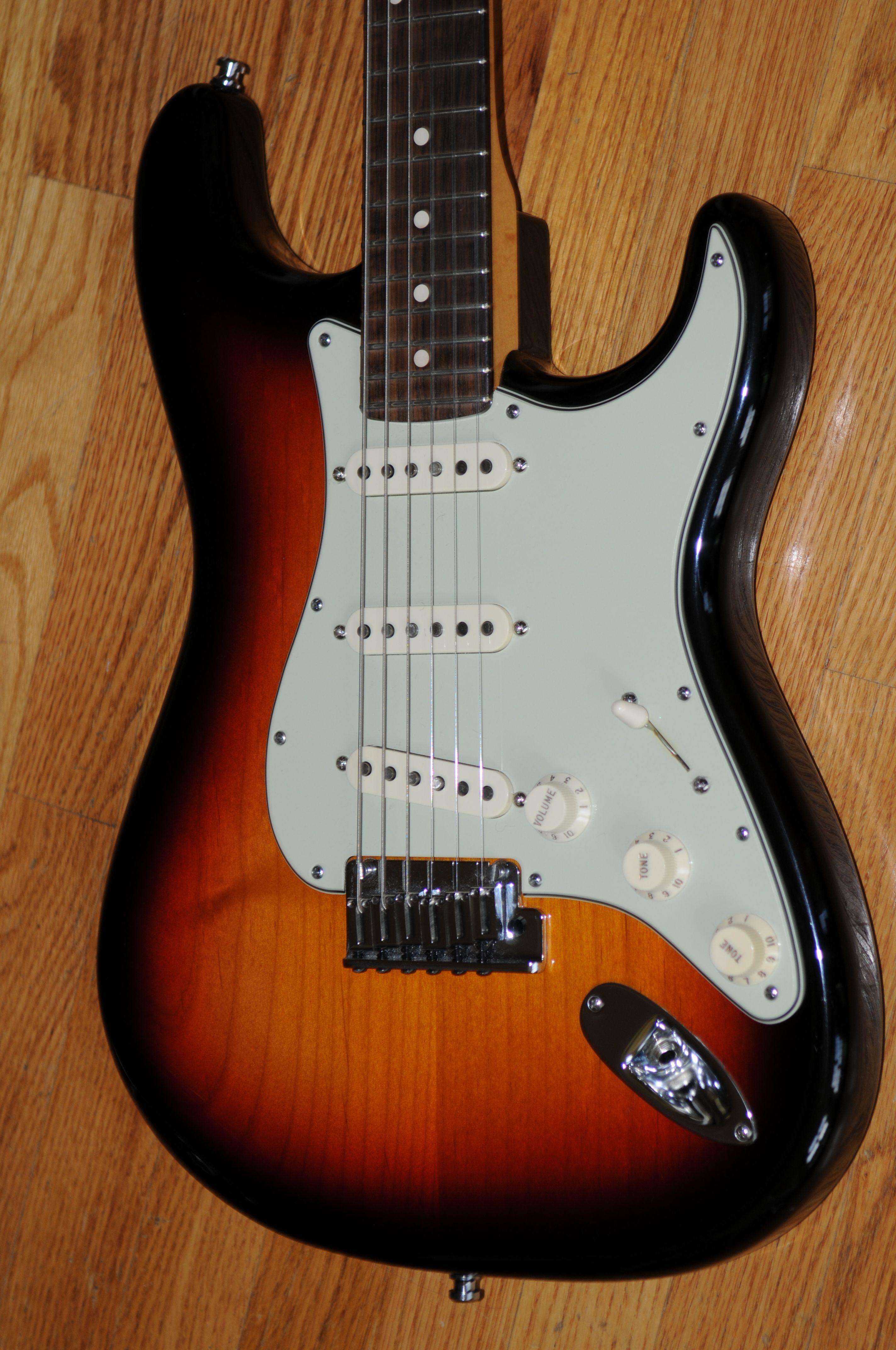 2009 Fender Custom Shop 'Custom Deluxe Strat' – Excellent Nonsmoking Condition